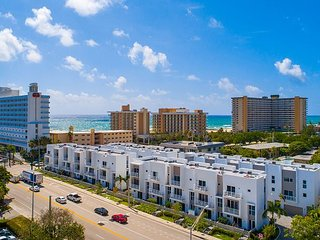 Brand-New Modern 4BR w/ Pool & Private Courtyard – 250' to Beach!