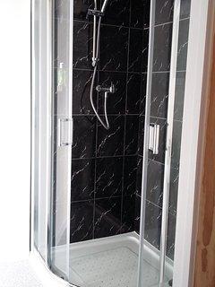 Shower ensuite , single bedroom