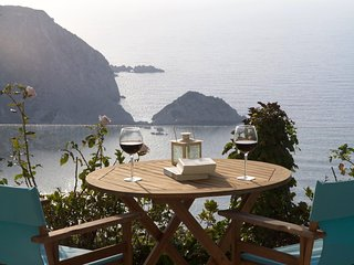 Maestros Apartment- A luxury apartment above Petani Beach