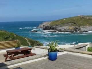 Surfside superb beach front home at Porth Beach
