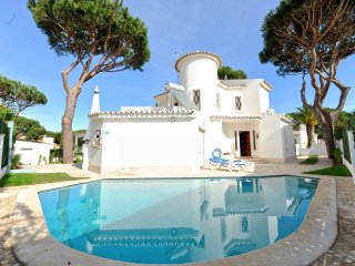 3 bed. private pool villa Walking Distance to the Centre