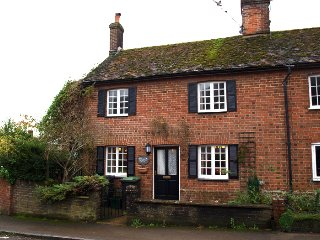Cosy Traditional Dorset Village Cottage
