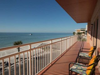 Wonderful Beachfront Condo!  Located on Peaceful Sunset Beach in Treasure Island