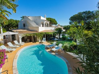 Four bedroom villa near Dunas Douradas, private pool, walking distance to beach