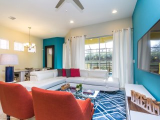 Luxury 5BR 4.5bth Festival Resort townhouse w/splash pool