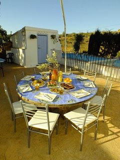 Enjoy dinning el fresco, with large bbq on the back terrace.