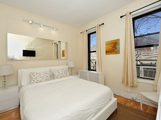 Close to major NY attractions - Cozy and clean 2 Bed 1 Bath in Midtown East