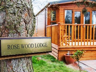 2 bedroom lodge with private sunken hot tub Northumberland
