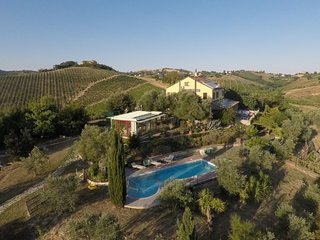 Villa Carlo - Marche country side, pool, free wine