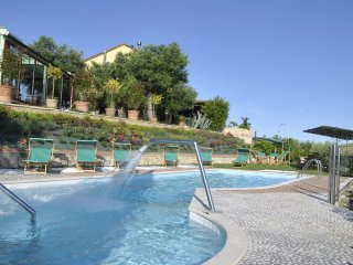 OFFIDA;Marche country side, Villa with heated pool, free wine ad oil, free beach