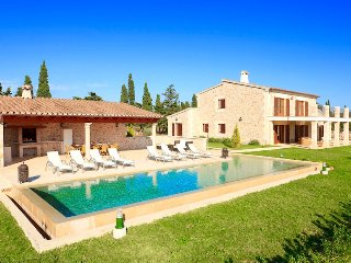 Villa Fiola for 6 guests, only 4km to Mallorca beaches! Catalunya Casas