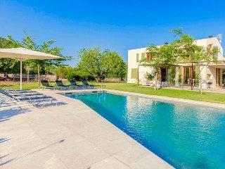 Villa La Borras for 8 guests, only 9km to the Mallorca beaches!
