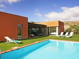 3 bedroom Villa with Pool, Air Con, WiFi and Walk to Shops - 5334240