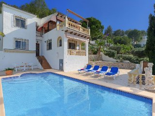 3 bedroom Villa with Pool, WiFi and Walk to Shops - 5777577