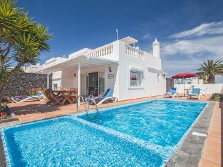 3 bedroom Villa with Pool, WiFi and Walk to Beach & Shops - 5334682
