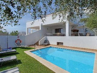 3 bedroom Villa with Air Con, WiFi and Walk to Beach & Shops - 5334620