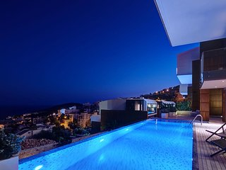 A LUXURIOUS & SPACIOUS KALKAN VILLA, WITH A LARGE INFINITY SWIMMING POOL