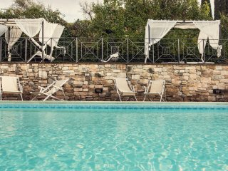 Luxury Villa Nuba,salt water pool,jacuzzi,panoramic terrace,wifi,5 min. downtown