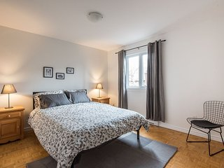 GREAT Townhouse Sleeps 8 In The Heart Of Montreal!