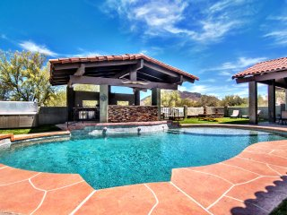 Dec Specials: Cave Creek Beauty on 2.5 Acres. Special Events Welcome!