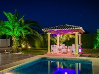Luxury 3 Double Bedrooms Villa , with Private Pool , Wi-FI and UK TV