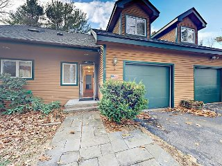 Charming 4BR w/ Wraparound Deck Overlooking Lake - Minutes to Boothbay Harbor
