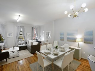 Attractions galore - ultra modern 2 Bed by Broadway, Times Square, Central Park