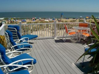 DIRECT OCEANFRONT TOWNHOUSE DIRECT BEACH ACCESS 30' AWAY,  OCEANFRONT DECK