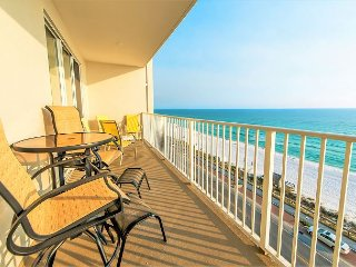 20% OFF DEC: Updated & Colorful GULF VIEW Beach Condo *Resort Heated Pool/Spa