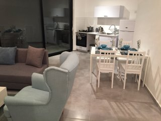 Luxury apartment by the beach (apt 36)