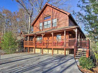 New! 6BR Pigeon Forge Cabin w/Hot Tub & Theater!