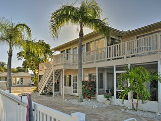 NEW! Cozy 2BR Condo in Sarasota-1/2 mile to Beach!