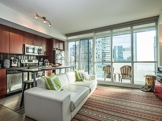 Artsy & Modern Suite Downtown Toronto (Financial District)