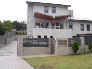 Modern 3 storey home 5 minutes from the beach