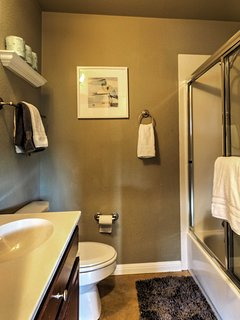 Stay clean in this fully equipped bathroom!