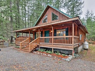 NEW! Cozy 2BR Home in Packwood- w/ Mountain Views