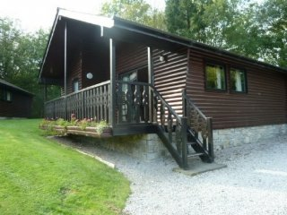YEW LODGE,access to private woodlands, TV, parking in Grange-over-Sands, Ref