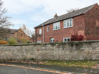THE ANNEXE, open plan, close to local amenities, central location, in