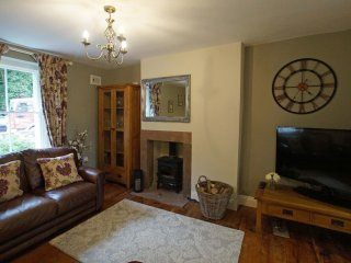 EDENBANK COTTAGE, wi-fi, parking, open fire. Ref: 972681