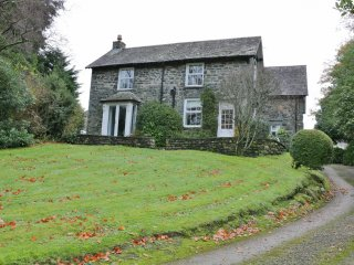 THE OLD VICARAGE, Characterful detached cottage, WiFi, Parking, Nr Keswick, Ref