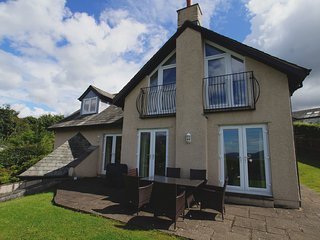 SKIDDAW HEIGHTS, wi-fi, private parking, views. Ref: 972678