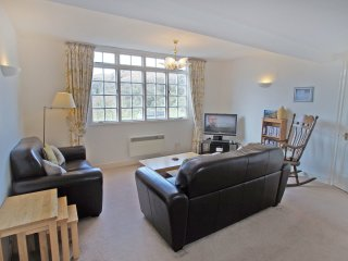 SETHERA, modern apartment in Ambleside, WiFi, parking, central location, Ref: 97