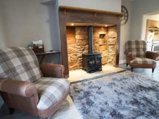 OTTERS HOLT, hot tub, wi-fi, large garden. Ref: 972665