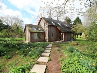 LITTLE TREASURE COTTAGE, wood burning stove, wi-fi, parking. Ref: 972656