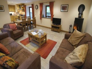 GELT WOOD COTTAGE, a pet friendly cosy cottage. Ref: 972648