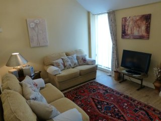 THE HAYLOFT, first floor apartment, private parking. Ref: 972638