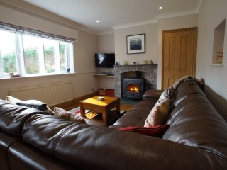 FORESTERS COTTAGE, pet friendly, wood burning stove. Ref: 972630