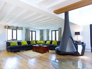 BRETHERDALE BARN, Luxury, open fire, wi-fi: Ref: 972605