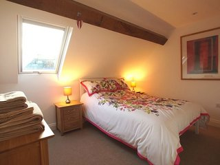 ROOM AT THE TOP,WiFi,private parking,Penrith, Ref 972599
