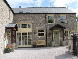 SPRING COTTAGE, contemporary barn-conversion, Kendal, Ref 972584